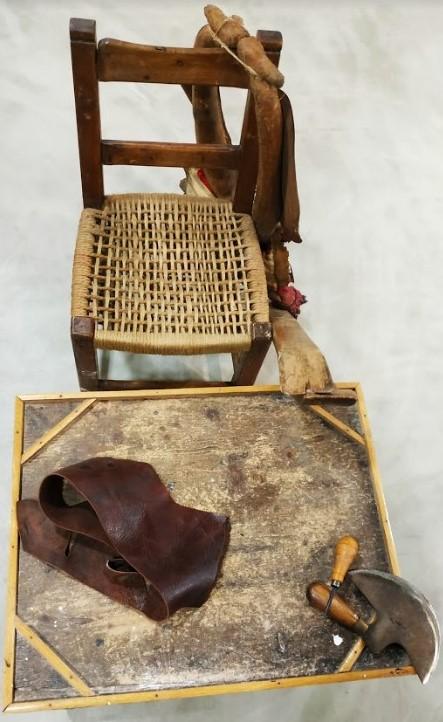 Objetos y materiales de trabajo del taller de Leopoldo López
