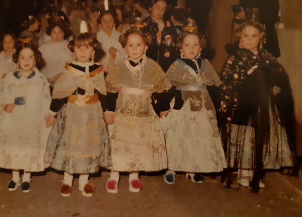Falleras infantiles. Falla Avda. La Estación y adyacentes. 1982. Foto Archivo G. Carrión Miró.